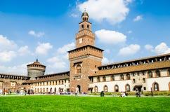 Il castello a Milano, sopra del builiding visitato a Milano Fotografie Stock Libere da Diritti