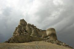 Il castello rovina il livello sulla collina Fotografie Stock