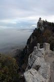 Il castello su una montagna Immagine Stock