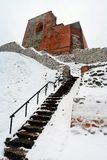 Il castello superiore tiene sulla collina di Gediminas è una parte del complesso del castello di Vilnius Immagini Stock Libere da Diritti