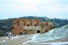 Il castello superiore tiene sulla collina di Gediminas è una parte del complesso del castello di Vilnius Immagine Stock Libera da Diritti