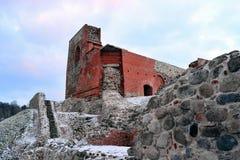 Il castello superiore tiene sulla collina di Gediminas è una parte del complesso del castello di Vilnius Immagine Stock