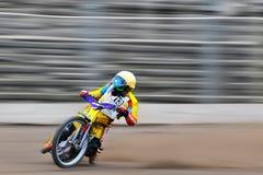 Il cavaliere non identificato partecipa al campionato nazionale della pista di sporcizia Fotografia Stock Libera da Diritti