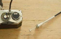 Il cavo classico dell'otturatore pubblicato azionato sulla singola lente riflette il film pronto per la riproduzione fotografica  Immagini Stock