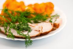 Il cavolfiore di Rosted con chiken la carne e l'aneto Fotografia Stock Libera da Diritti
