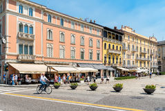 Il Cavour quadrato nel centro di Como, Italia fotografia stock libera da diritti