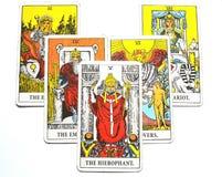 Il ccult di Guru di tradizione di istruzione delle istituzioni della carta di tarocchi di Hierophant illustrazione vettoriale