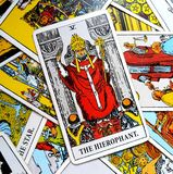 Il ccult di Guru di tradizione di istruzione delle istituzioni della carta di tarocchi di Hierophant royalty illustrazione gratis