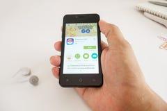 Il cellulare dello Smart Phone con Pokemon va Fotografie Stock Libere da Diritti