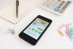 Il cellulare dello Smart Phone con Pokemon va Immagini Stock Libere da Diritti