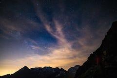 Il centro d'ardore variopinto della Via Lattea e del cielo stellato ha catturato ad elevata altitudine nell'estate sulle alpi ita Immagini Stock Libere da Diritti