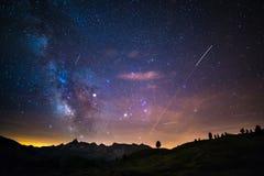 Il centro d'ardore variopinto della Via Lattea e del cielo stellato ha catturato ad elevata altitudine nell'estate sulle alpi ita Fotografia Stock Libera da Diritti