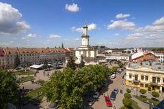 Il centro della città di Ivano-Frankivsk, Ucraina, in primavera 2016 E fotografia stock libera da diritti