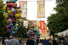 Il centro di Novi Sad e le bandiere del festival di musica annullano 2017 Fotografie Stock