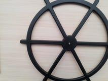 Il cerchio nero allenta volante dentro i periodi antichi immagine stock