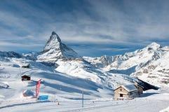 Il Cervino ed alpi svizzere nell'inverno Immagini Stock