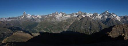 Il Cervino ed altre alte montagne Fotografia Stock Libera da Diritti