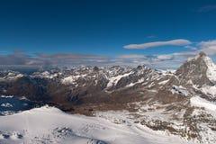 Il Cervino ha coperto di nuvole un chiaro giorno dopo l'autunno in autunno, Valais della neve Immagini Stock Libere da Diritti