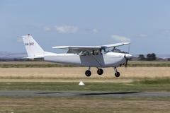 Il Cessna 1963 172E Skyhawk quattro mette gli aerei a sedere leggeri VH-DIZ del singolo motore Immagini Stock Libere da Diritti