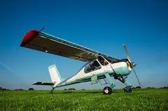 Il Cessna, un riuscito atterraggio all'aeroporto Immagine Stock