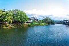 Il chanthaburi Tailandia del fiume con cielo blu Immagine Stock