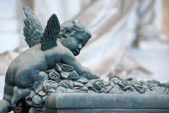 Il cherubino scala un pieno dell'altare delle rose Immagine Stock Libera da Diritti