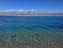 Il chiaro lago fotografie stock