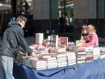 Il chiosco della libreria nel Arbat, Mosca, 2016 immagini stock
