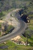 Il ciclo del treno di Tehachapi vicino a Tehachapi la California è la posizione storica della ferrovia pacifica del sud dove tren Fotografia Stock