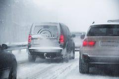 Congestione di strada dovuto le precipitazioni nevose fotografia stock libera da diritti