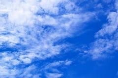 Il cielo blu con bianco si appanna 171016 0087 Fotografia Stock Libera da Diritti