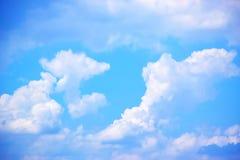 Il cielo blu con bianco si appanna 171018 0160 Immagini Stock Libere da Diritti