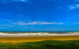 Il cielo blu con bianco si appanna la sua bellezza Fotografie Stock