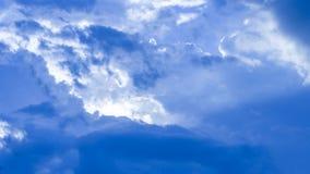 Il cielo blu di lite fotografia stock