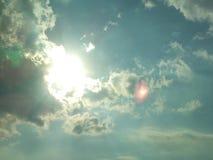 Il cielo blu luminoso Immagine Stock