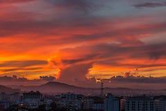 Il cielo dell'oro con la nuvola dell'oro Fotografie Stock