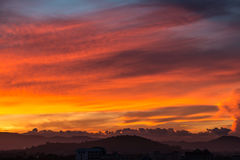 Il cielo dell'oro con la nuvola dell'oro Fotografie Stock Libere da Diritti