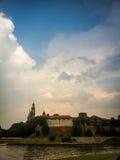 Il cielo della tempesta sopra la fortezza Fotografia Stock