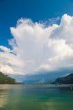 Il cielo drammatico con si rannuvola alpino; birra inglese Wolfgangsee Immagini Stock