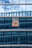 Il cielo e le costruzioni hanno riflesso nelle finestre delle costruzioni Fotografia Stock Libera da Diritti