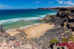 Il cielo a gradisce la spiaggia di sabbia Immagine Stock