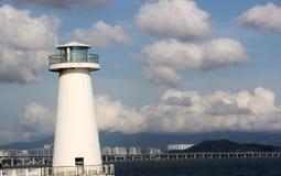 Il cielo, la costa ed il faro di Bule a Shenzhen Fotografia Stock