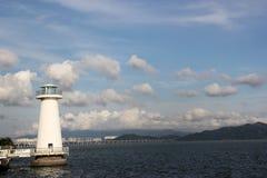 Il cielo, la costa ed il faro di Bule a Shenzhen Fotografie Stock