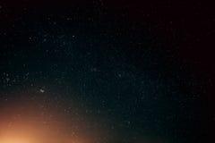 Il cielo notturno reale naturale Stars la struttura del fondo Fotografia Stock