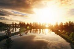 Il cielo perfetto con la nuvola ed alba in parco Fotografia Stock