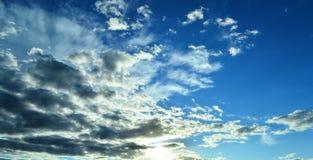 Il cielo si appanna il paese dell'alba del tramonto Fotografie Stock Libere da Diritti