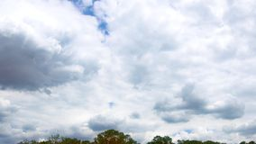 Il cielo si appanna l'orizzonte video d archivio