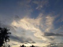 Il cielo sulla sera immagine stock libera da diritti