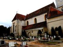 Il cimitero dentro Bartolomeu (Bartholomä, Bartholomew) ha fortificato la chiesa, Saxon, Romania Fotografie Stock Libere da Diritti
