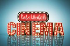 Il cinema ha avuto navata leggera di concetto lascia il cinema 3d dell'orologio rendere su blu Immagine Stock Libera da Diritti